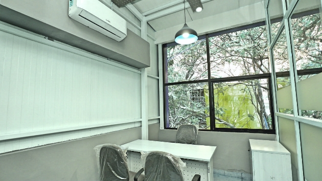 GoOffice 2089 3 Seater Private Cabin