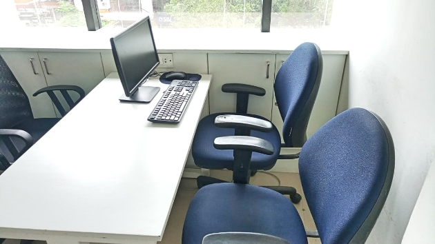 GoOffice 2049  3 Seater Private Cabin