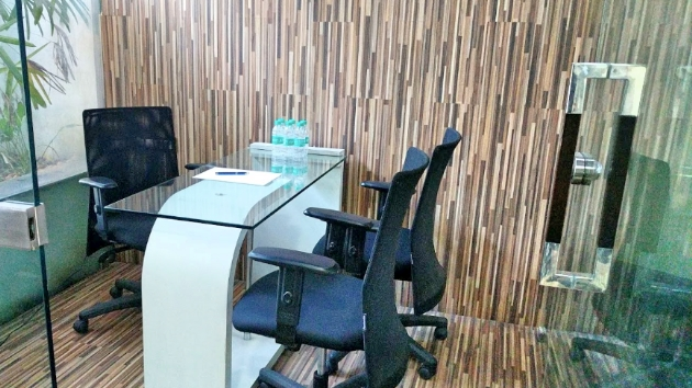 GoOffice 2206 3 Seater Private Cabin