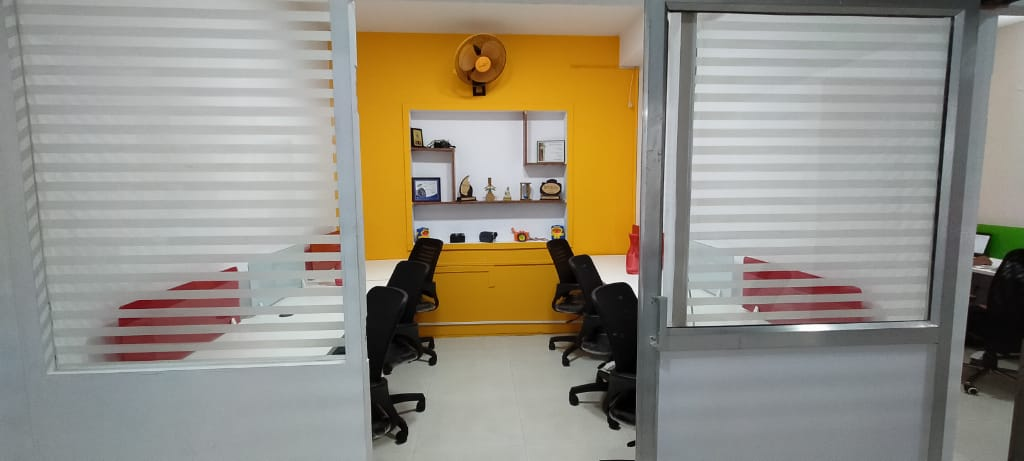 GoOffice 3047 6 Seater Private Cabin