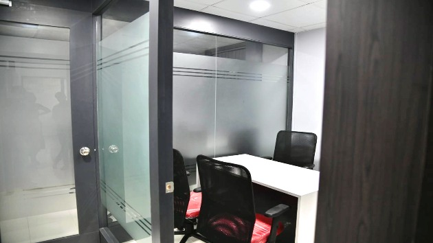 GoOffice 5011 3 Seater Private Cabin