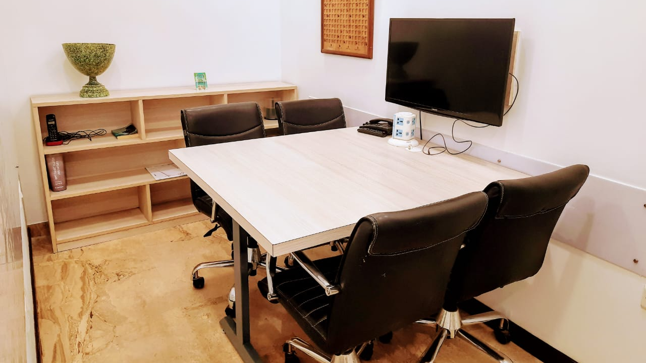 GoSpace 7152 4 Seater Meeting Room | Defence Colony