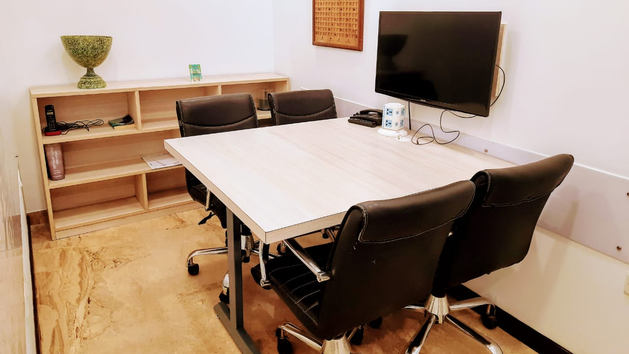 GoSpace 7151 4 Seater Meeting Room | Defence Colony